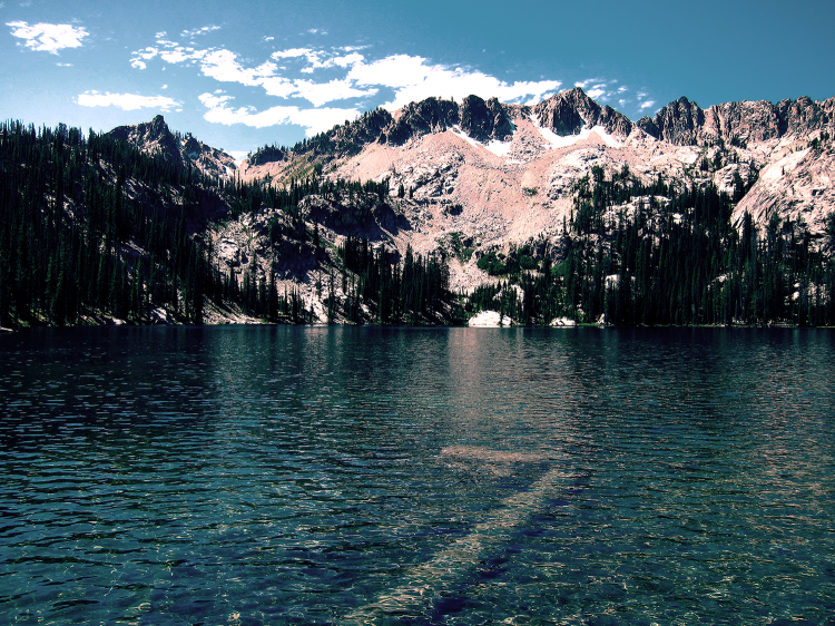 Alpine_Lake_in_Sawtooth_Wilderness ajudst